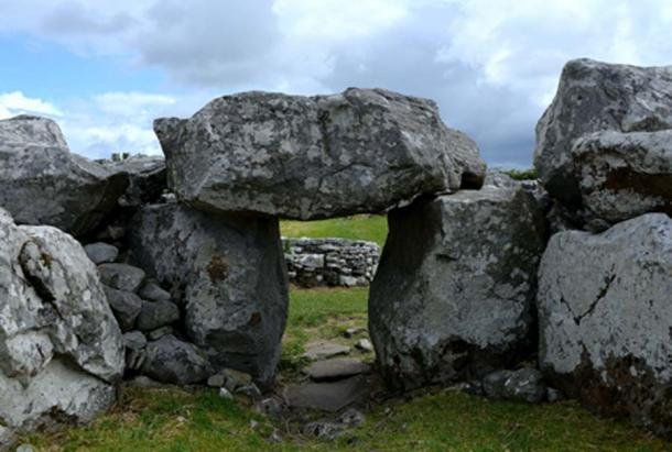 Court tombs, Creevykeel, Ireland (Ewing, K / CC BY-NC 2.0)
