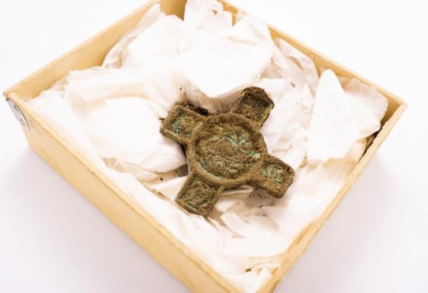 This crucifix-shaped buckle was found at the twin boat burial site. (Raymond Sauvage / NTNU)