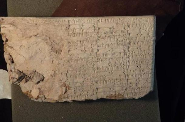 A cuneiform tablet illegally imported by Hobby Lobby in 2007. (Public Domain)