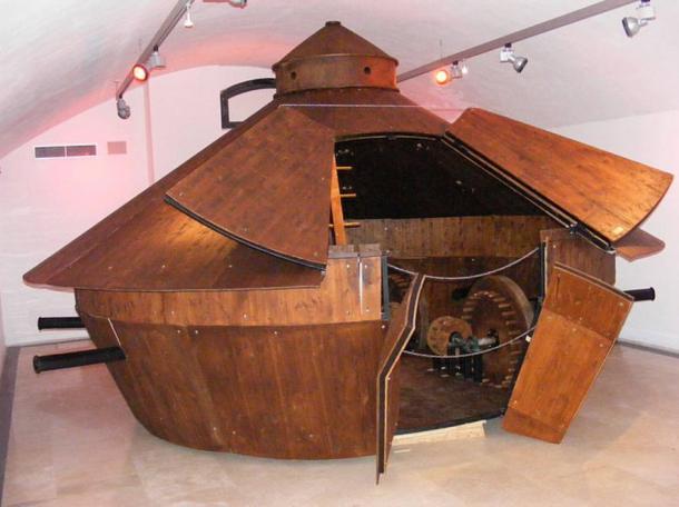 """Model of da Vinci's armored vehicle based on his sketches. Traveling exhibition """"Leonardo da Vinci il genio e le INVENZIONI"""" at the Palazzo della Cancelleria"""