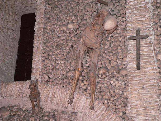The deciccated bodies hanging at Capela dos Ossos.