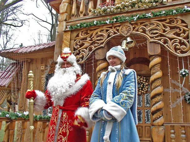 A modern depiction of Ded Moroz and Snegurochka in Belarus.
