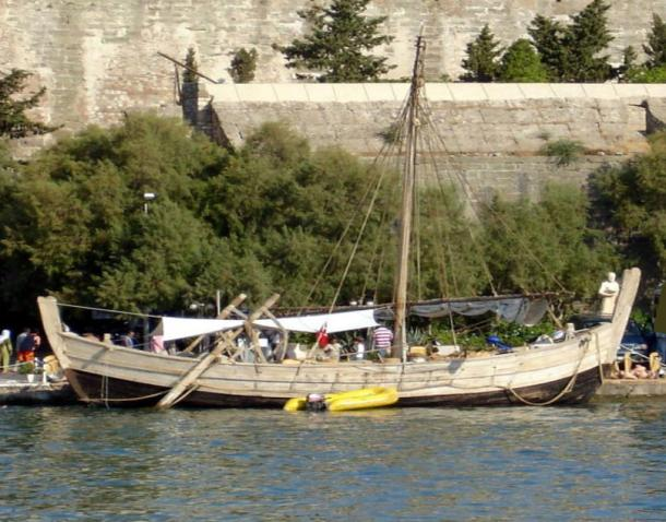 Goberna visited Turkey to see a reconstructed boat of the same design of a shipwreck from 1400 BC.