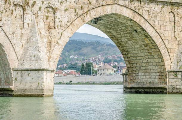Detail of one of the eleven arches of the Mehmed Pasa Sokolovic Bridge (caocao191 / Adobe Stock)