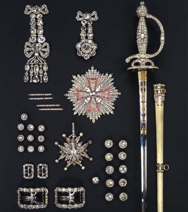 The diamond rose set from 1719 was stored in the Green Vault. (Jürgen Karpinski / © SKD)