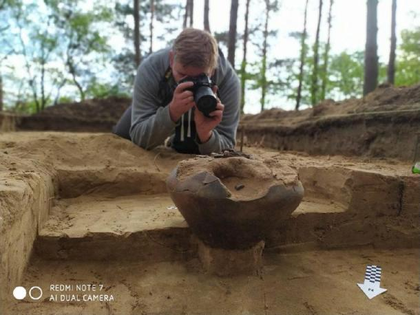 The dig uncovered an urn containing burned bones and milk teeth of a child who was around 8-9 years old.  (Tempelburg Historical and Cultural Association and Kostrzyn Fortress Museum)