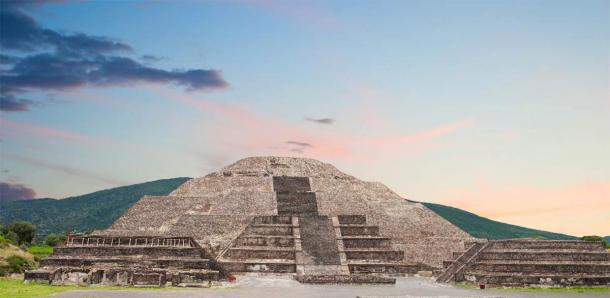 The discovery under Teotihuacan's Pyramid of the Moon help's explain the city's urban design. (elnavegante /Adobe Stock)