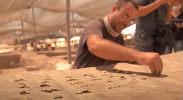 The discovery of 425 24-carat gold coins in Israel was made during an archaeological dig in Yavne as part of a summer holiday youth program. (Israel Antiquities Authority)