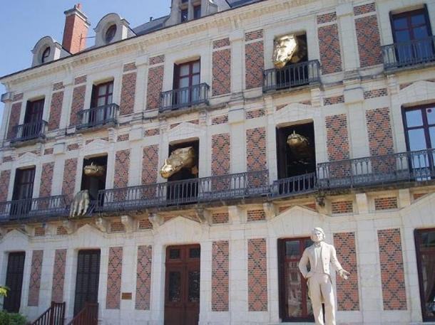 """This is the public """"dragons"""" display at Jean Eugène Robert-Houdin's house in Blois."""
