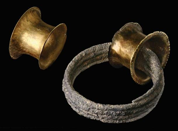 Golden earlobe tunnel-plugs from La Almoloya grave. (figure by J.A. Soldevilla, courtesy of the Arqueoecologia Social Mediterrània Research Group, Universitat Autònoma de Barcelona/Antiquity Publications Ltd)