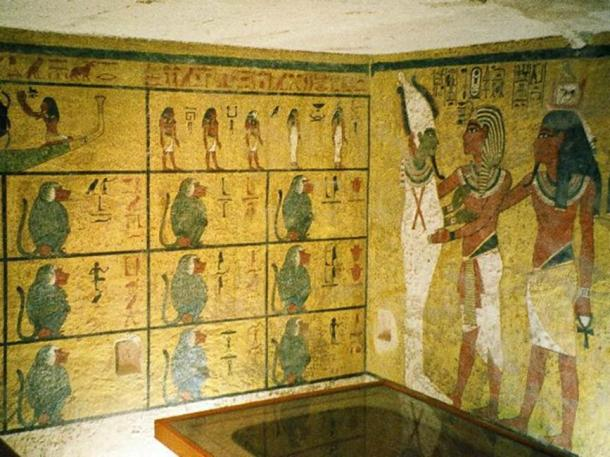 The wall decorations in KV62's burial chamber are modest in comparison with other royal tombs found in the Valley of the Kings.