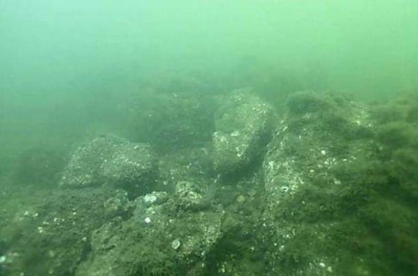 Most of the remains of the Qin dynasty palace lie submerged off the coast of China's Liaoning province.