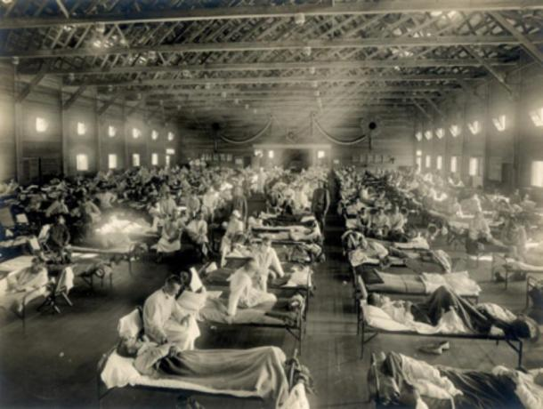 One of the many emergency hospitals during the Spanish Flu pandemic (CC BY 2.0)