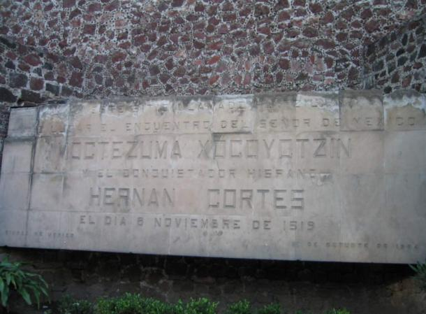 Plaque marking the location of the encounter of Mocetezuma Xocoyotzin and the Spanish Conquistador Hernán Cortés on November 8, 1519.