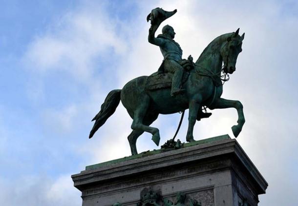 An equestrian statue (public domain)