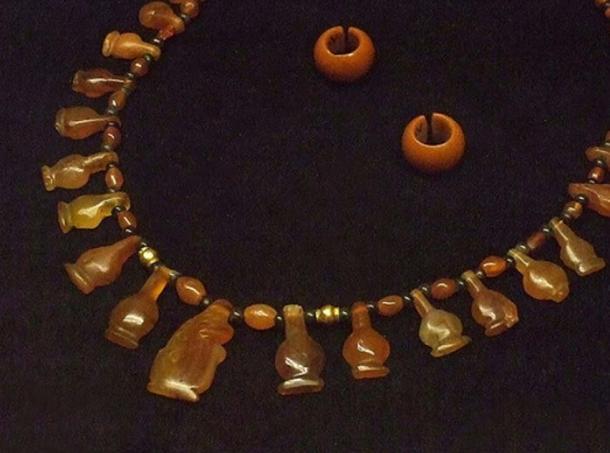 An example of a carnelian necklace with earrings from Dynasty 18-19, Egypt. (Mary Harrsch/CC BY NC SA 2.0)