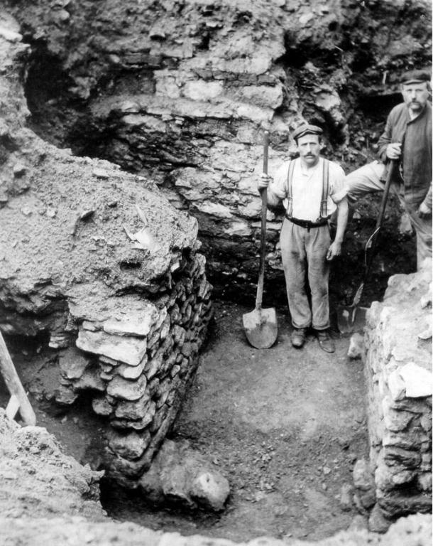 While archaeologists have been excavating in Frankfurt for many years, the medieval history of the city remains a mystery. This photo, which shows the first city walls, was taken in 1906.