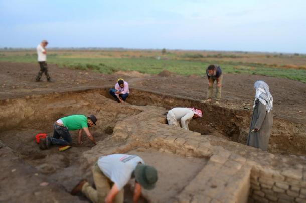 The Italian/Iraqi team excavating at the Tell as-Sadoum site. (Universita di Pisa)