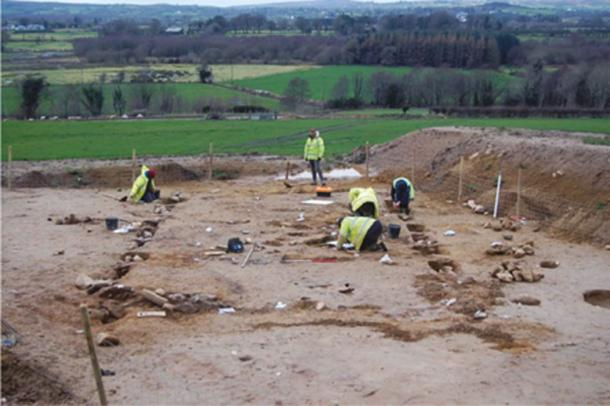 Excavation of a Neolithic house at Turmeel, Dungiven © NAC Ltd / HED