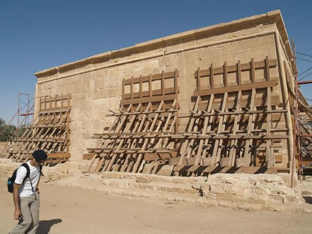 An exterior wall of the Hibis temple dedicated to the Theban triad (Amun, Mut & Khonsu) during its recent restoration.