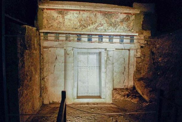 Facade of Philip II of Macedon tomb in Vergina, Greece. The door is made of marble and the order is Doric. (CC BY-SA 2.0)