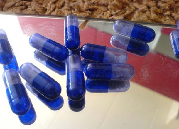 A few capsules, each containing approximately 0.1 grams of MDMA crystals.