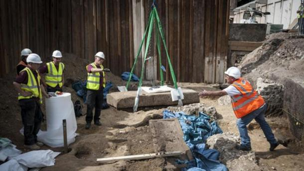 Ancient Roman Sarcophagus of Great Archaeological Value Discovered in Central London
