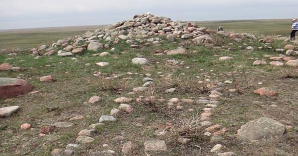 The British Block Cairn in Canada: A Sacred Site of the Niitisitapi People