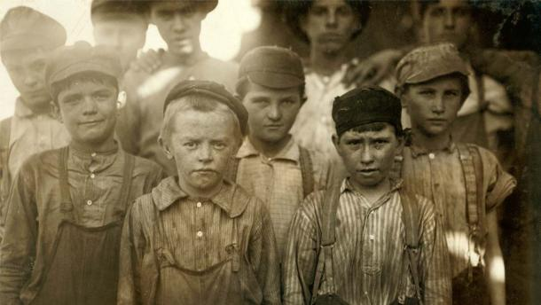 Child labor at Avondale Mills in Birmingham, Alabama, 1910