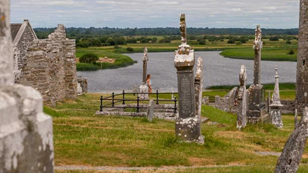 The monastery at Clonmacnoise held a strategic position.