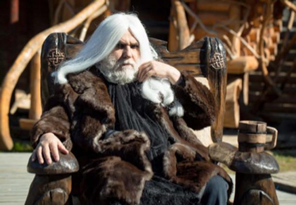Old druid with wooden mug (tverdohlib/Adobe Stock)