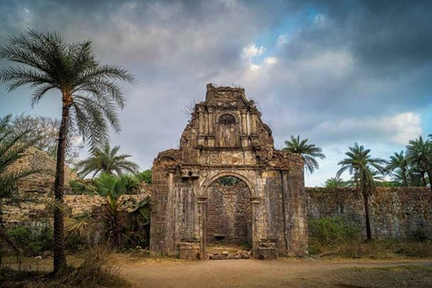 The Eerie Ruins of Fort Bassein That Are Now a Bollywood Hotspot