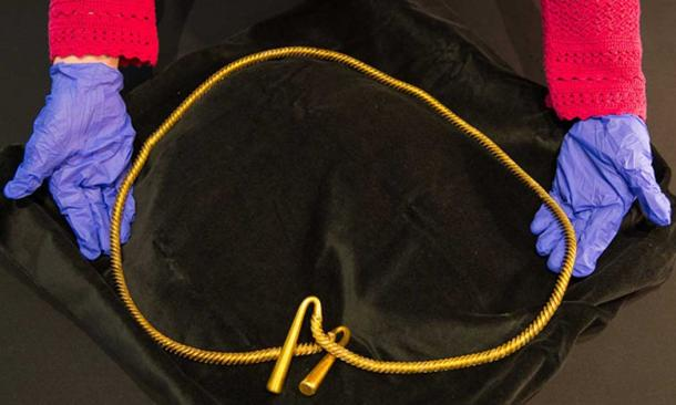 Enormous 3,000-Year-Old Gold Torc Unearthed in England May Have Been Worn By Pregnant Woman