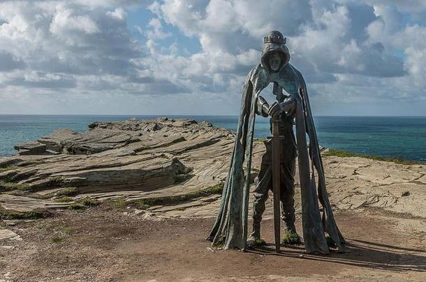 Statue of King Arthur at Tintagel. Source: Ian Capper / Gallos / CC-BY-SA-2.0.