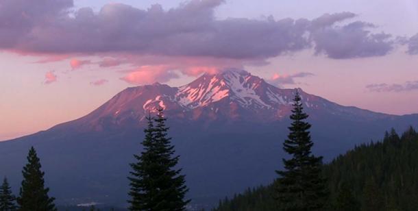 Mount Shasta, Photograph © Dustin Naef 2016