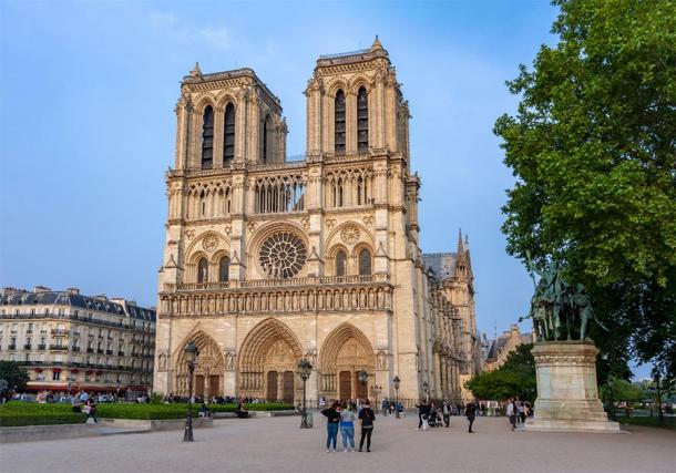 Attempted theft at Notre-Dame Cathedral, Paris.      Source: Mistervlad / Adobe Stock