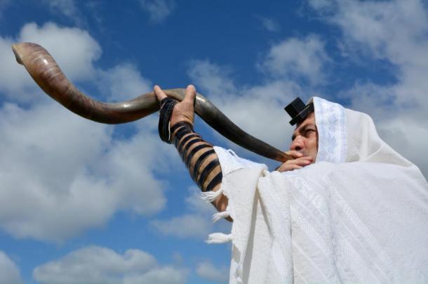 A shofar is sounded under the light of the sun. Source: Rafael Ben-Ari /Adobe Stock.