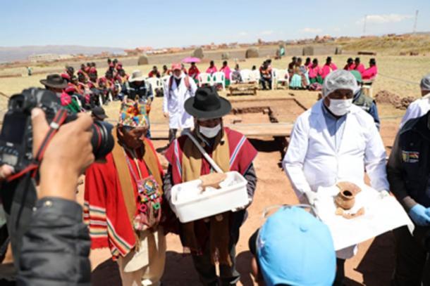 The local Aymara held a ritual before the vessels were removed.        Source: Ministerio de Culturas y Turismo de Bolivia / Facebook