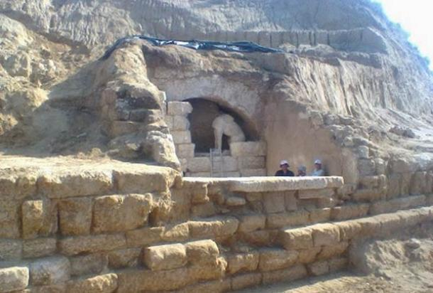 Significant Ancient Tomb Guarded by Sphinxes Unearthed in Greece