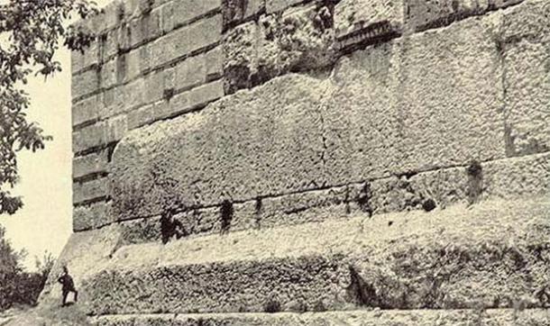 Building Giant Walls Around Jerusalem