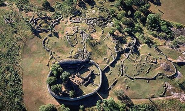 decline of great zimbabwe Extensive area of densely packed huts outside the great enclosure numerous smaller enclosures scattered around  explaining the decline of great zimbabwe.