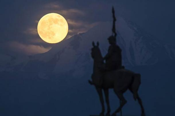 Lunar Myths - Supermoon