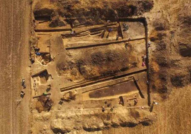 Excavations at the megalithic cemetery found in south-central Poland. Source: J.Bulas