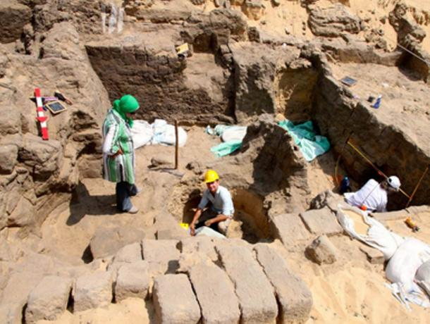 Egyptologists Unearth Tomb of Long Lost Pharaoh so Ancient Only His Name is Known