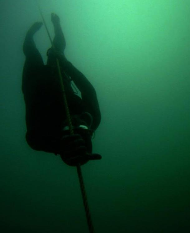 A free-diver plunging into the depths.