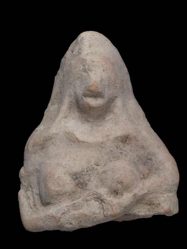 The frontal view of the molded fertility goddess amulet clearly showing her crossed arms beneath her breasts. (IAA)