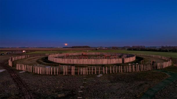 A full shot of the German Stonehenge at night in Pömmelte. (Uwe Graf / Adobe stock)