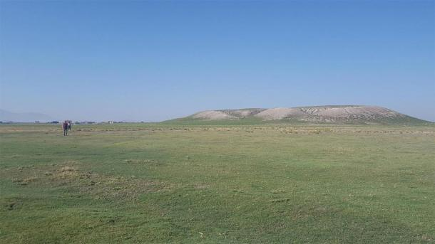 Full view of the archaeological mound at Türkmen-Karahöyük. It appears the unknown city at its height covered about 300 acres. (James Osborne)