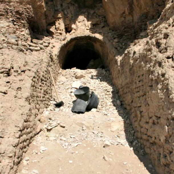 The ramp discovered in the funerary complex of vizier Ipi goes from the foot of the hill to the door of the tomb.