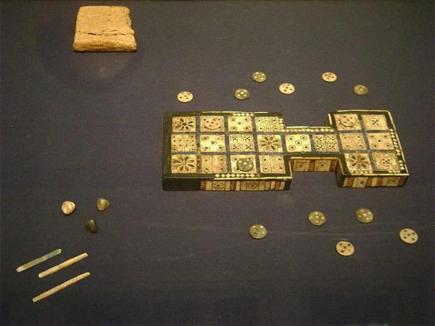 Royal game of Ur at the British Museum (Zzztriple2000/ CC BY-SA 3.0)